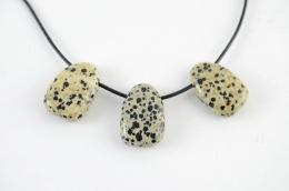 Dalmatiner Jaspis Trommelsteine flach gebohrt
