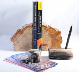 Combination offer: pen holder, paper weight, and bookend